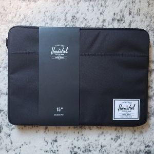 """Herschel Macbook Pro 15"""" Laptop Cover"""